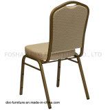 ホテルの家具の王冠のベージュ模造されたファブリックおよび型の泡が付いている背部スタッキングの宴会の椅子