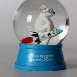 Globe blanc fait sur commande de neige de souris de résine bon marché des prix pour Deco