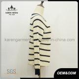 Maglione del pullover delle signore lavorato a maglia collo rotondo lungo a strisce del manicotto
