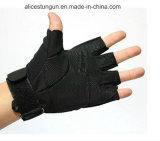 Черной защищенная армией перчатка половинного перста тактическая
