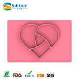 Miúdos da forma do coração da fonte da fábrica que alimentam o silicone Placemat