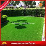 Tapete sintético da grama para a decoração ao ar livre