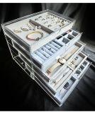 Acrylschmucksache-Schaukarton mit 5 Fächern und Samt-Tellersegmenten