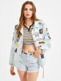 Куртки джинсовой ткани рубчика Drawstring мытья Bleach с значками