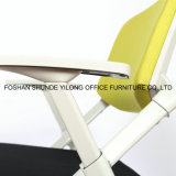 Ineinander greifen-Studie sitzt Trainings-Stuhl-Kursteilnehmer-Möbel-Schule-Stuhl mit Tablette für Training vor