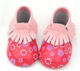 O calçado infantil de couro macio de marca Moccasins Bebé
