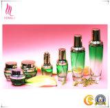 スキンケアの化粧品のための美の緑の勾配の円形のガラスビン