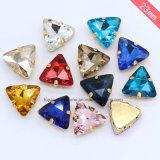 De driehoek naait op Kristallen van de Namaakbijouterie van de Juwelen van het Bergkristal de Buitensporige (sW-Driehoek 22mm)