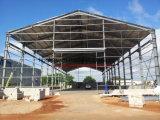 スペース格子鉄骨構造の建物