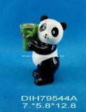 Panda di ceramica dipinto a mano con il basamento della candela
