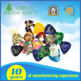 多彩なロゴによって印刷される二重側面が付いているカスタム卸し売りセルロイドのナイロンまたは電気か木またはステンレス製Steel/POM/Thumbのギターの一突き