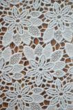 衣服およびホーム織物のための新式の優雅な刺繍ポリエステルレースファブリック