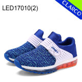 Les enfants de chaussures de sports de l'exécution de lumière à LED avec la lumière unique