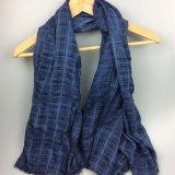 女性100%年の綿はパターンによって洗浄された染まる余暇のスカーフを点検した