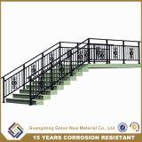Casa en el interior de la escalera de hierro decorativos rampa escalera valla