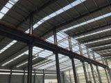 セリウムが付いている研修会の倉庫の鉄骨構造の建物