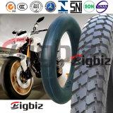 Câmara de ar interna da motocicleta popular da borracha natural do tamanho (3.25-18)