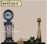 Orologio rosso del piano d'appoggio del metallo di figura della pompa di gas dell'oggetto d'antiquariato della decorazione dell'annata retro