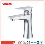 Taraud en laiton de salle de bains de traitement simple de transport gratuit importé de Chine (D-LTJX4039)