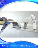 Salle de bain Baignoire sur pied au plancher du robinet de douche avec douche à main