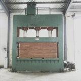 찬 압박 기계를 작동하는 중국 나무