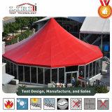 Grande tente ronde extérieure d'agrostide blanche avec des murs de Galss et des rideaux en flanc pour des événements