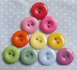 Coser los botones de plástico de 2 orificios para el bebé se desgasta