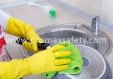 黄色い防水世帯の乳液のゴム手袋