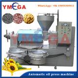 Diversas tallas del petróleo de coco comestible comercial que hace la máquina