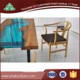 Table rectangulaire à surface solide avec chaises pour manger des meubles d'hôtel