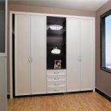 Klassisches weißes Melamin-hölzerner 4 Tür-Schwingen-Wandschrank mit Fächern