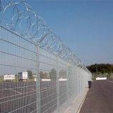 モモのポストの機密保護の金網の塀
