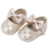 卸し売り赤ん坊靴は幼児の靴のふさの屋内幼児靴を刺繍した