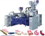 機械を作る水平の3つのカラーゼリーの靴