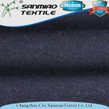 Il cotone dell'azzurro di indaco ha spazzolato il tessuto lavorato a maglia di lavoro a maglia del denim per gli indumenti