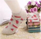 Горячий носок женщин типа личности покрасил сделанное по образцу Jacquardsocks