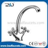 Латунной двойной Faucet кухни смесителя тазика крома рукоятки установленный палубой