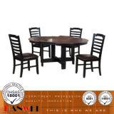 4脚の食事の椅子の木の家具によってセットされるダイニングテーブル