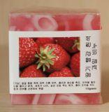 딸기 취향으로 정화를 위한 목욕 비누