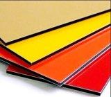 Глянцевый красный алюминиевых композитных панелей используется для монтажа на стену подходит к концу