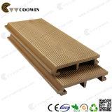 Matériaux de revêtement extérieur en plastique en bois