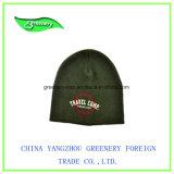 Chapéu Multicolor relativo à promoção do inverno da forma com uma etiqueta