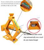 자동 타이어 변경은 전기를 가위로 자른다 잭과 렌치를 도구로 만든다