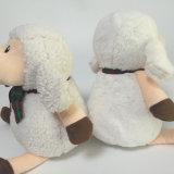 Jouet mou bourré par animal se reposant fait sur commande de moutons de modèle neuf de peluche