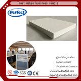 Tuiles blanches cachées de plafond de fibre de verre de bord de bonne qualité/panneau