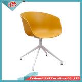 Matel 다리 현대 디자인 건초 저녁식사 의자를 가진 플라스틱 회전대 대중음식점 의자