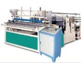 Papierrückspulenmaschine Rewinder, das kleine Papierrolle bildet