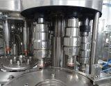 Compléter la ligne remplissante de boisson non alcoolique de jus de boisson de l'eau minérale