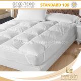 中国の100%年の綿の白いキルトにされたホテルのマットレスの上層