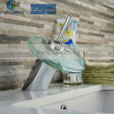 Robinet moderne de bassin de l'escroquerie DEL de Cascada Grifos avec le filigrane reconnu pour la salle de bains